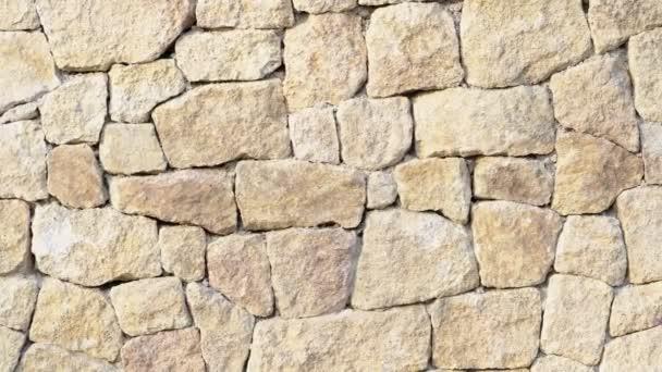 Kamenná zeď. Venkovní pozadí přírodního kamene.