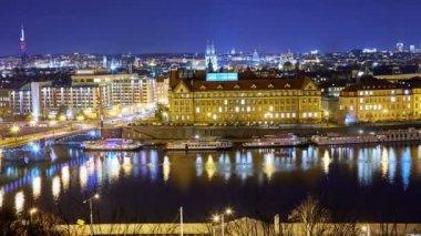 Panoramatický výhled na pražské panoráma v noci