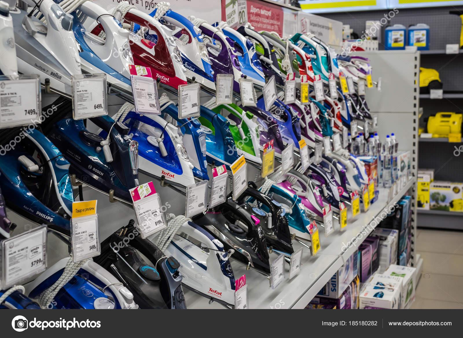 bf106c8bc4 Moscow, Oroszország - február 20, 2018. A boltban, elektronikai és  háztartási készülékek Eldorado vasalók — Fotó szerzőtől ...