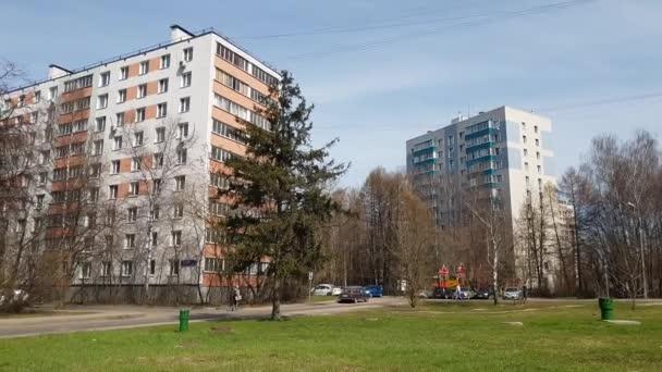 Moskva, Rusko Duben 24.2018. domy sovětské stavby po rekonstrukci v centru Avenue Zelenograd