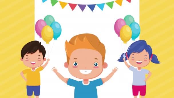 roztomilé malé děti s balónky helium znaky