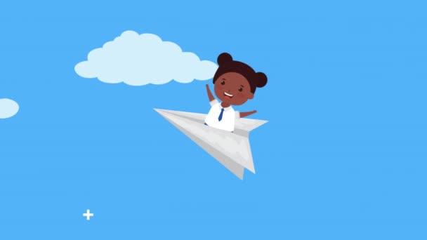 vissza az iskolai szezonban afro lány papíron repülőgép