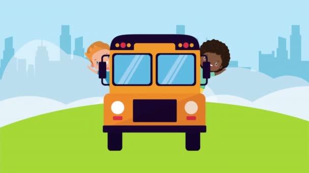 různé malé děti přátelé s autobusovou školou