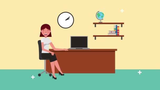 mladá podnikatelka v kanceláři postava