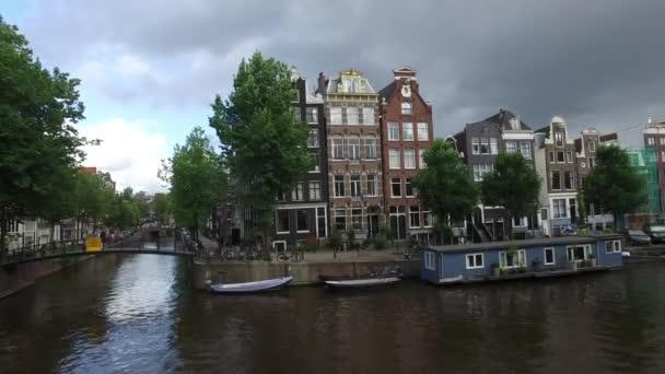 Amsterdam canal na konci dne
