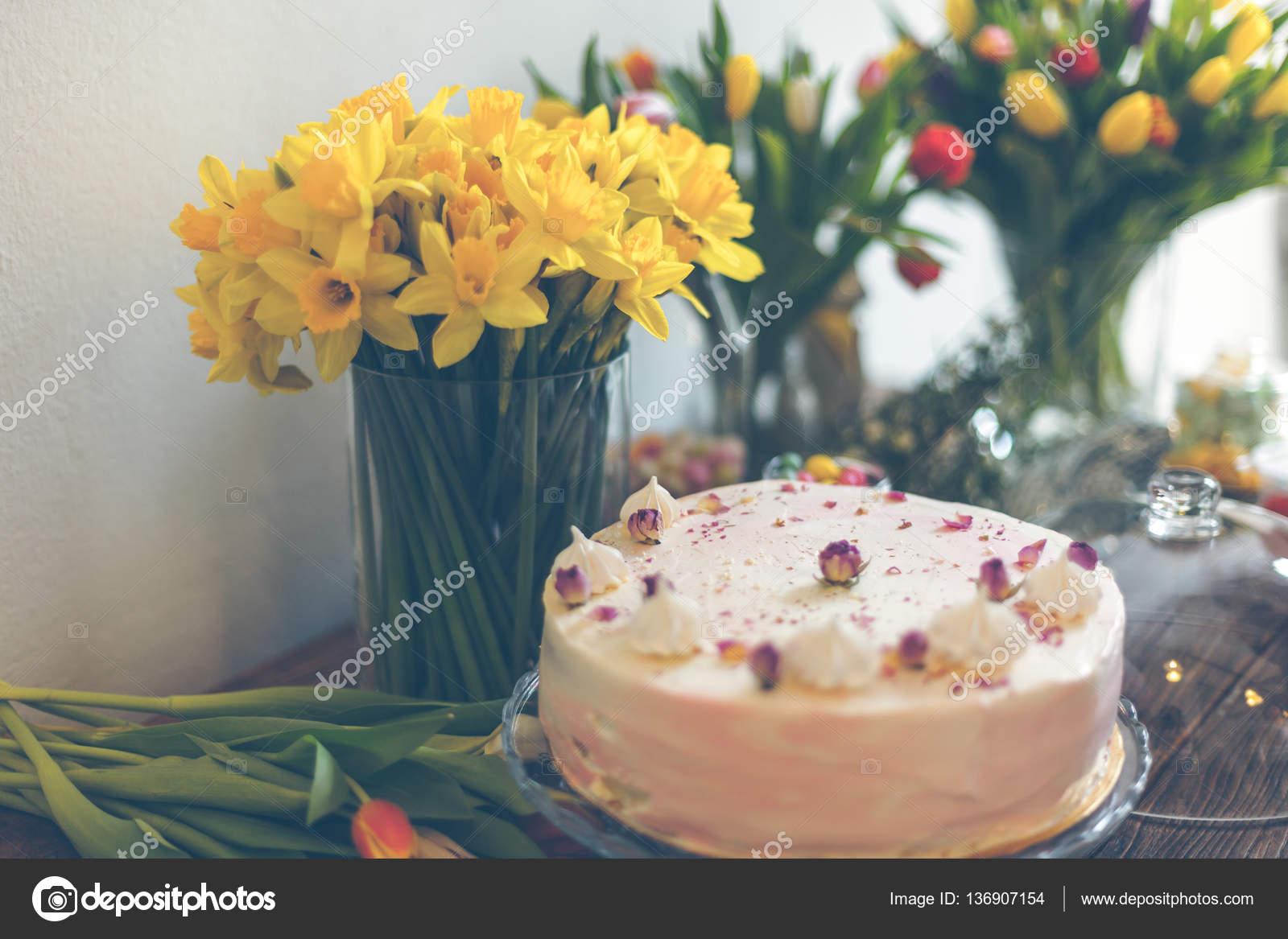 Schöne Kuchen Und Blumen U2014 Stockfoto
