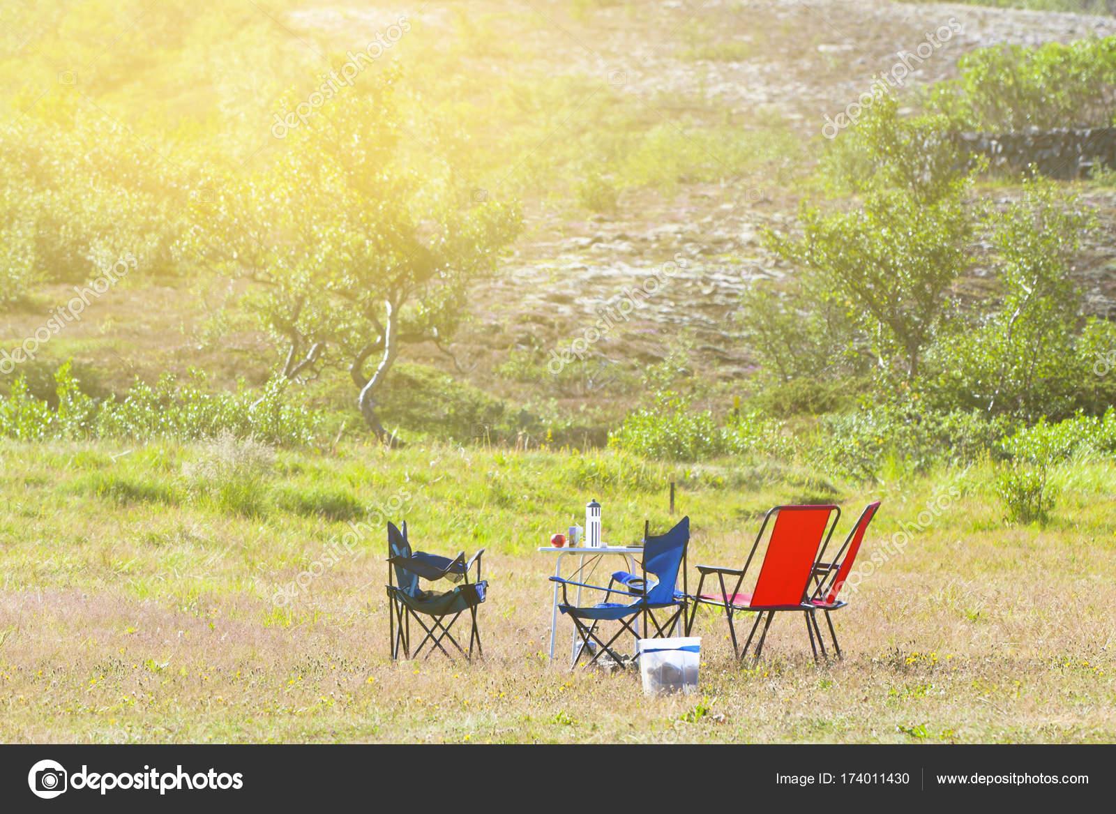 Tavoli E Sedie Da Camper.Campeggio Con Tavolo E Sedie Da Campeggio Foto Stock C Dvoevnore