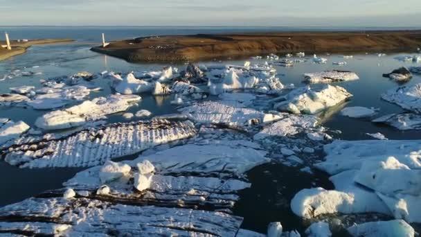 Eisberge in der Gletscherlagune Jökulsárlón. Global Climate Change Wärmekonzept. 4k
