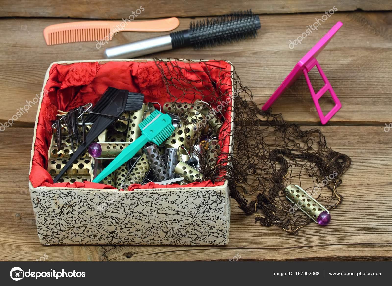 timeless design amazing price super specials Antica parrucchiere impostare con i bigodini, lamette da ...