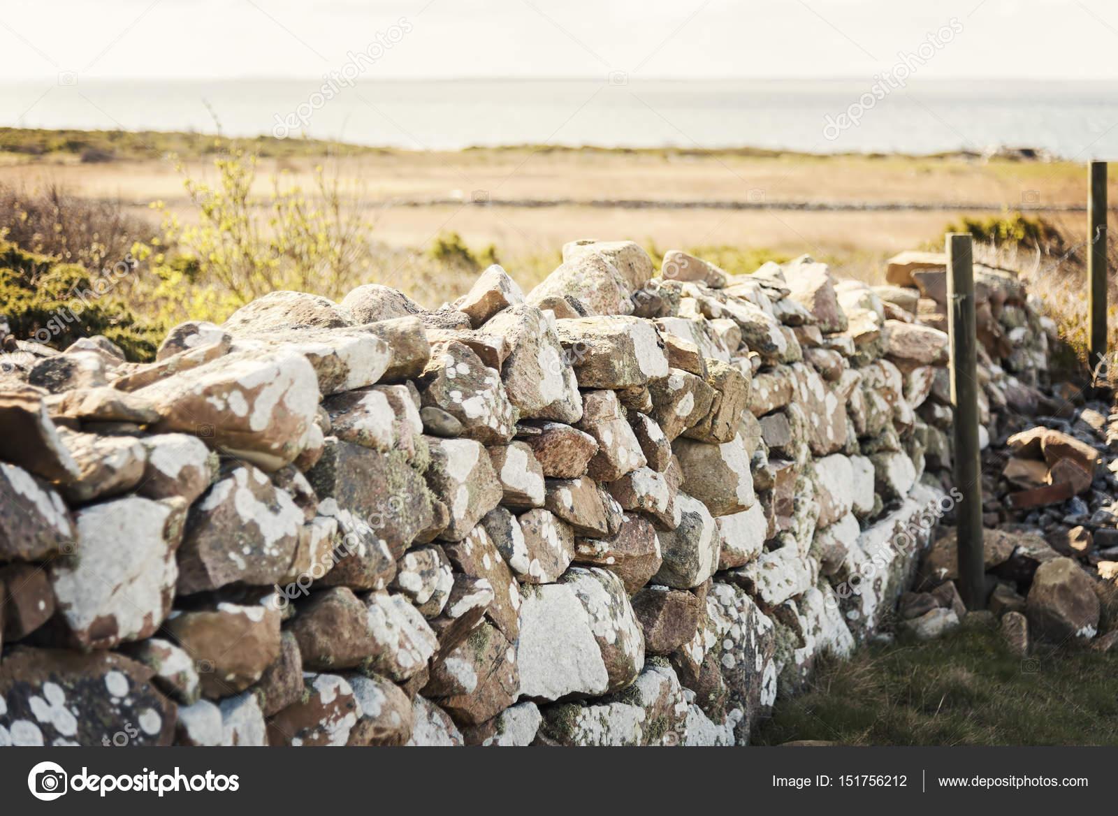 Mur En Pierre Naturelle mur en pierre naturelle — photographie feferoni © #151756212
