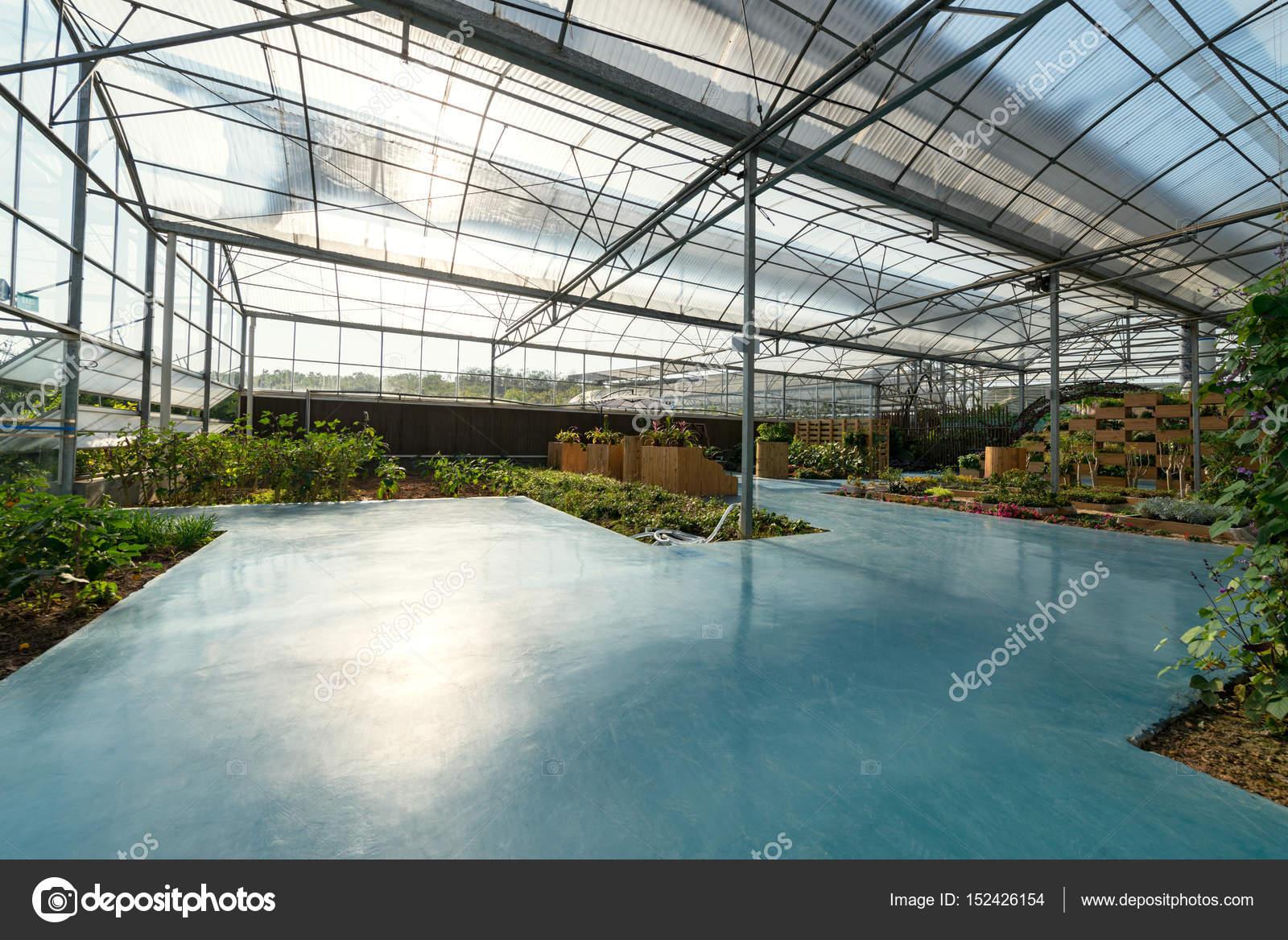 Ein Neues Gewachshaus Mit Beetpflanzen Stockfoto C Liufuyu 152426154