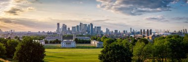 High resolution panoramic view of Greenwich Park, Canary Wharf and the docklands on London at sunset