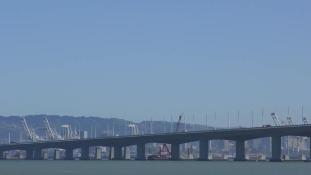 Bay Bridge v San Franciscu, Kalifornie, USA, asi květen 2017