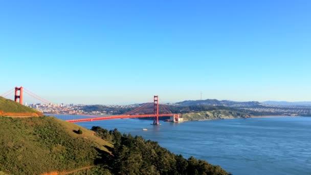 Panorámás kilátás a Golden Gate hídra Chrissy-ből, Kalifornia, USA