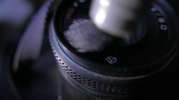 Oldtimer sowjetisches 35mm-Objektiv. Reinigung. 4k uhd