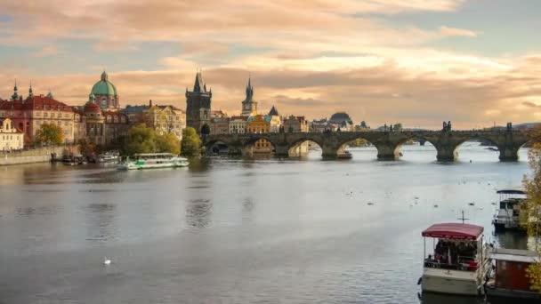 Časová prodleva Panoramatický pohled na Pražské staré město, řeku Vltavu a Karlův most