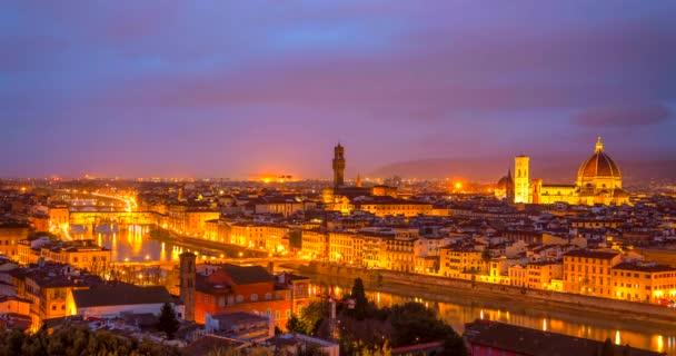 Florencie, Itálie. 4k Časová prodleva pohled na florentské ikonické panorama z Piazzale Michelangelo při východu slunce. Ponte Vecchio, Palazzo Vecchio a Duomo ze Santa Maria del Fiore view.