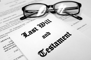 Last Will and Testament for Estate Planning with Glasses