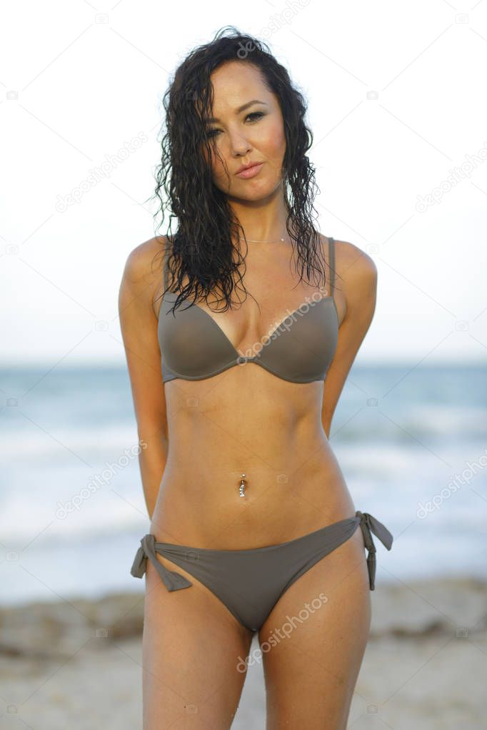 Brasilianische Transe Schönheit posiert im sexy Bikini