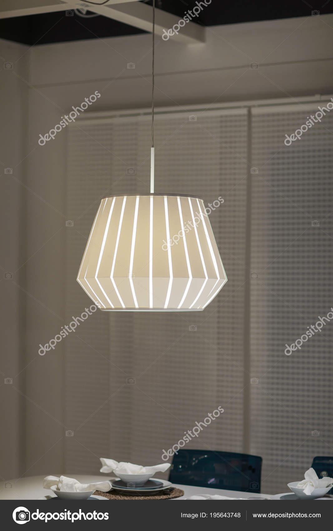 Eitelkeit Moderne Lampen Esstisch Ideen Von Bild Aus Einem Esszimmer Hing über Einem
