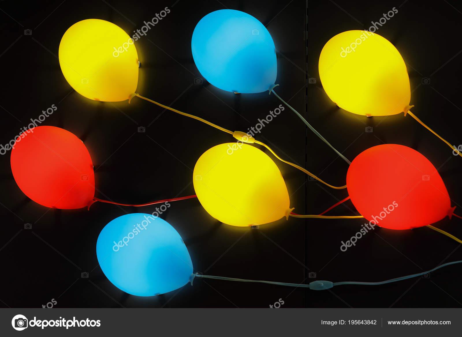 neon verlichting ballon vormen multi gekleurd stockfoto