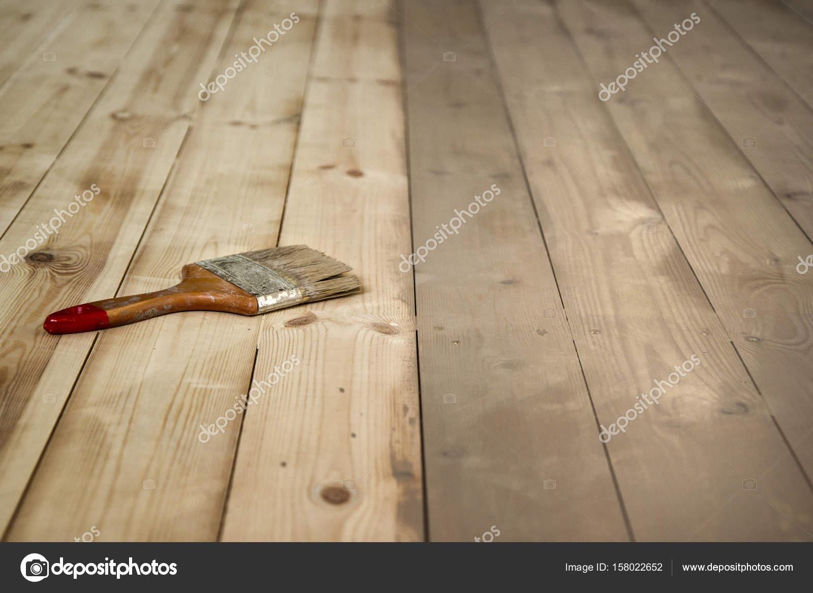 Geschilderde houten vloer en een borstel op het u2014 stockfoto © ta.che