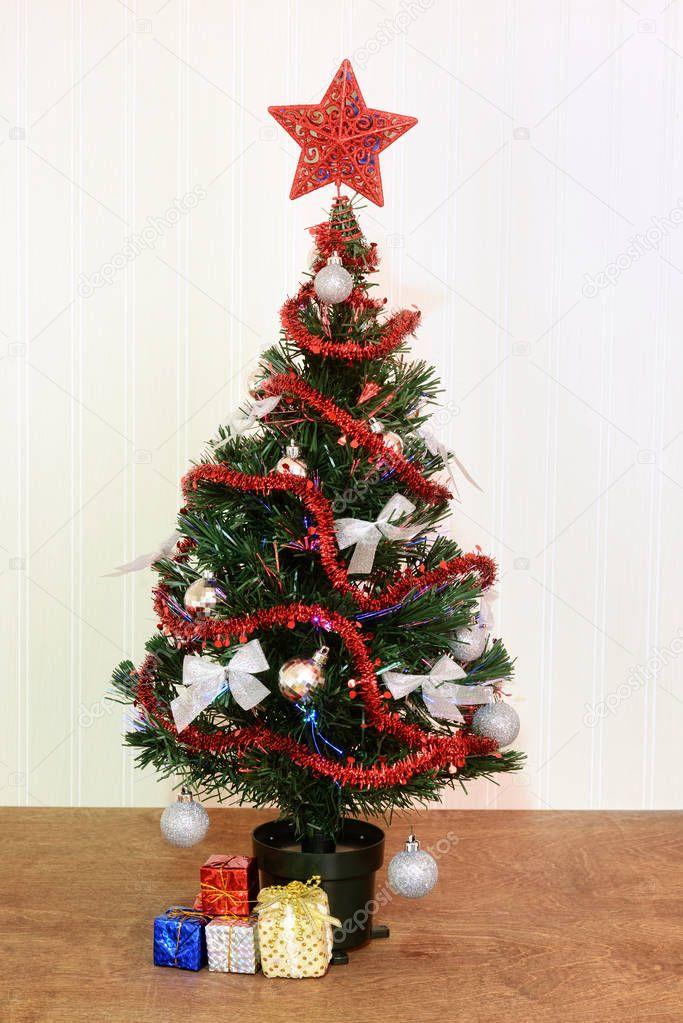 Weihnachtsbaum Rot Silber.Rot Und Silber Weihnachtsbaum Stockfoto Mcgphoto 130360320