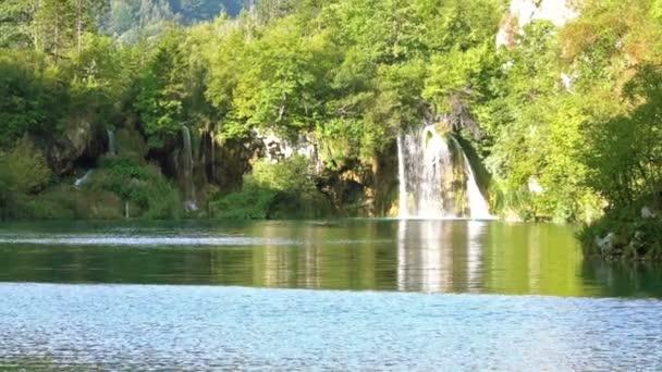 Horní jezera vodopády v parku Plitvice