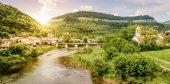 Řekou Jantra v městě Veliko Tarnovo, Bulharsko