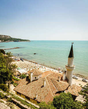 Scenic view of Black Sea coast in Balchik, Bulgaria with Balchik Palace in the foreground stock vector