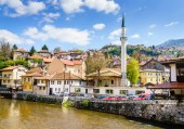 Fényképek Miljacka-folyó a rakparton, Szarajevó városközpont