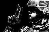 voják s pistolí