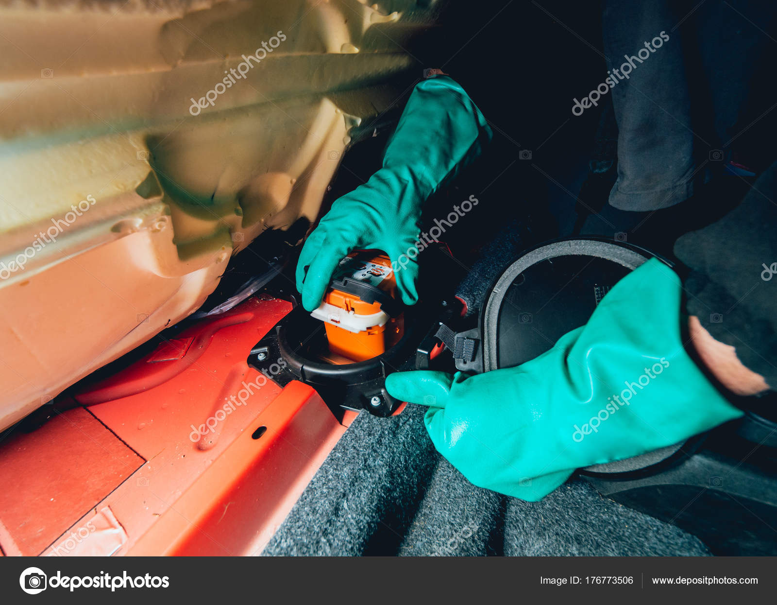 Replacing Fuse Box In Car 1995 Lincoln Town Wiring Fuses Repair Service Station Stock Replace