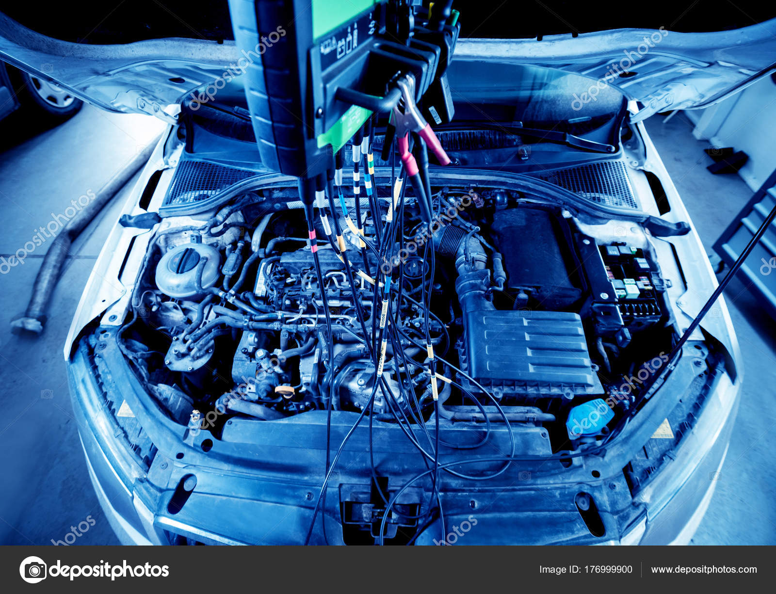 service station car repair wiring engine background — stock photo