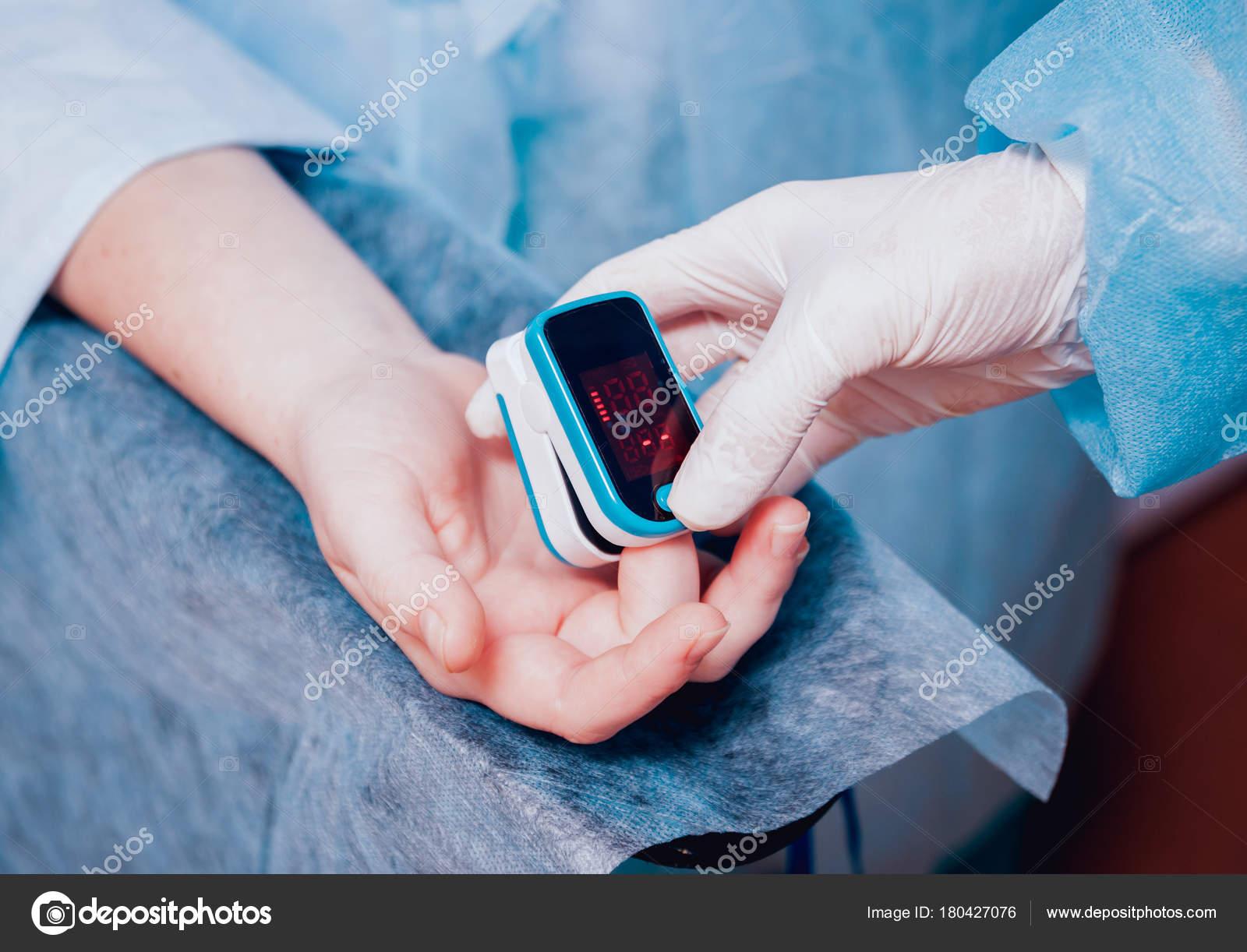 Pulse Oximeter Patient Hand Surgery Equipment — Stock Photo