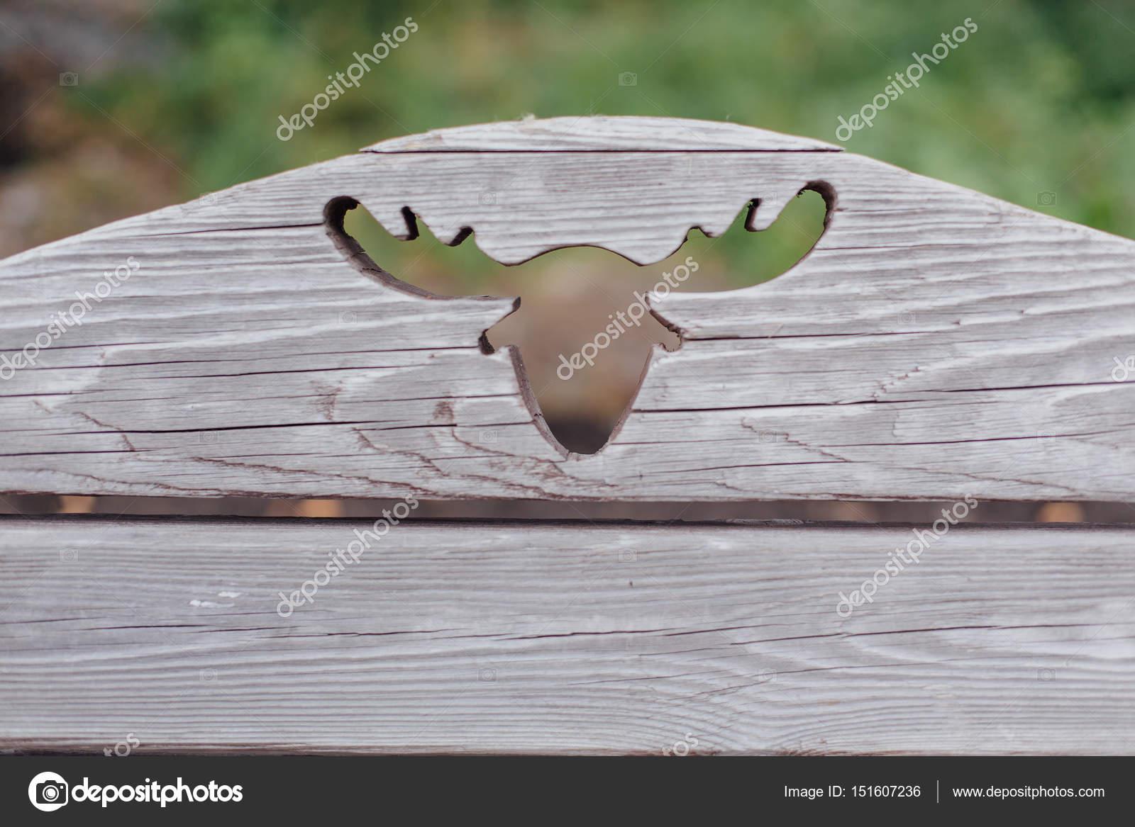 Dekoratives Elch Kopf auf hölzernen Hintergrund — Stockfoto ...