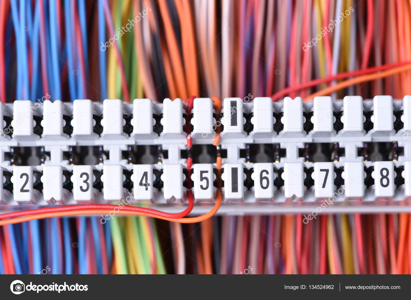 Telekommunikationsgeräte, Hauptverteiler mit Kabel — Stockfoto ...