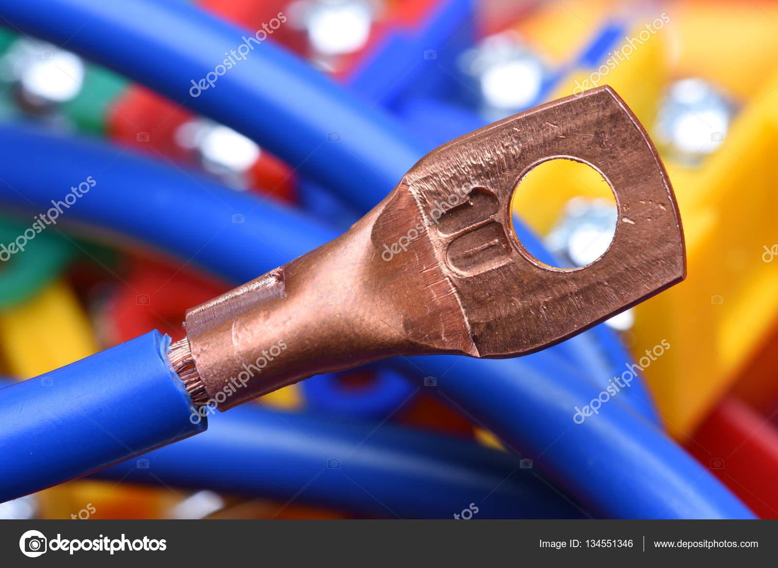 Stromkabel mit Kupfer Kabelschuh — Stockfoto © Zetor2010 #134551346