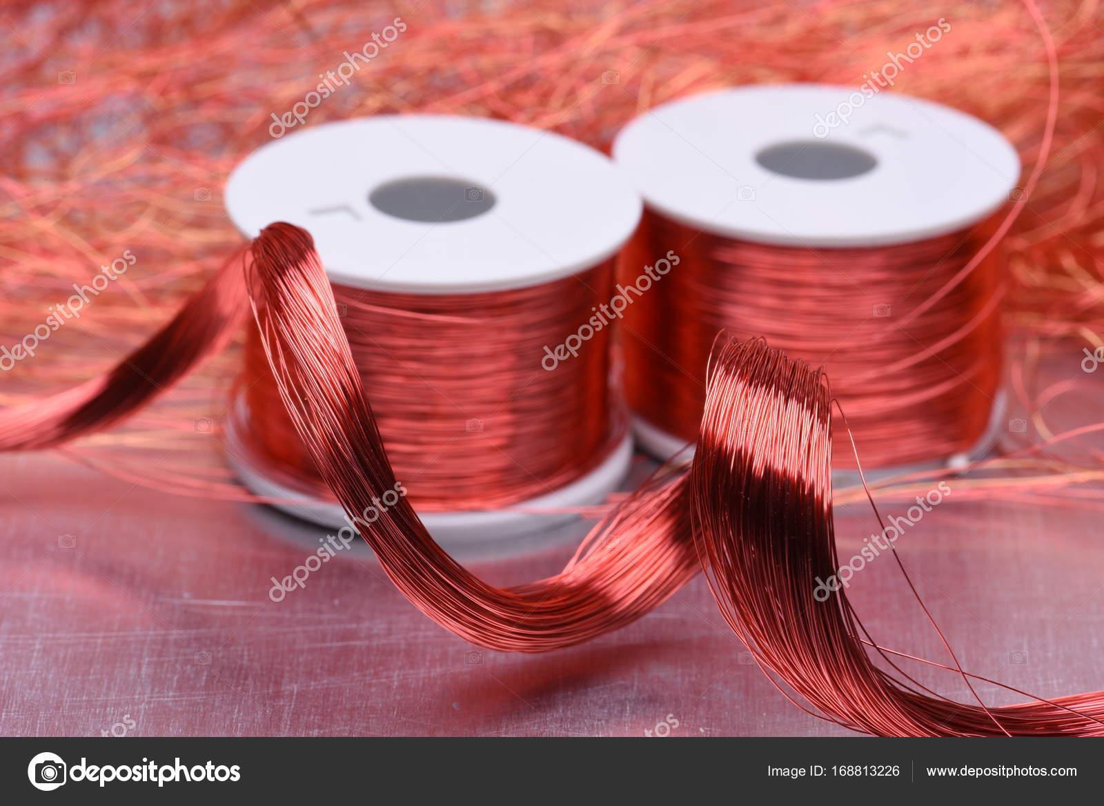 Elektrische Kupferspirale und Draht — Stockfoto © Zetor2010 #168813226