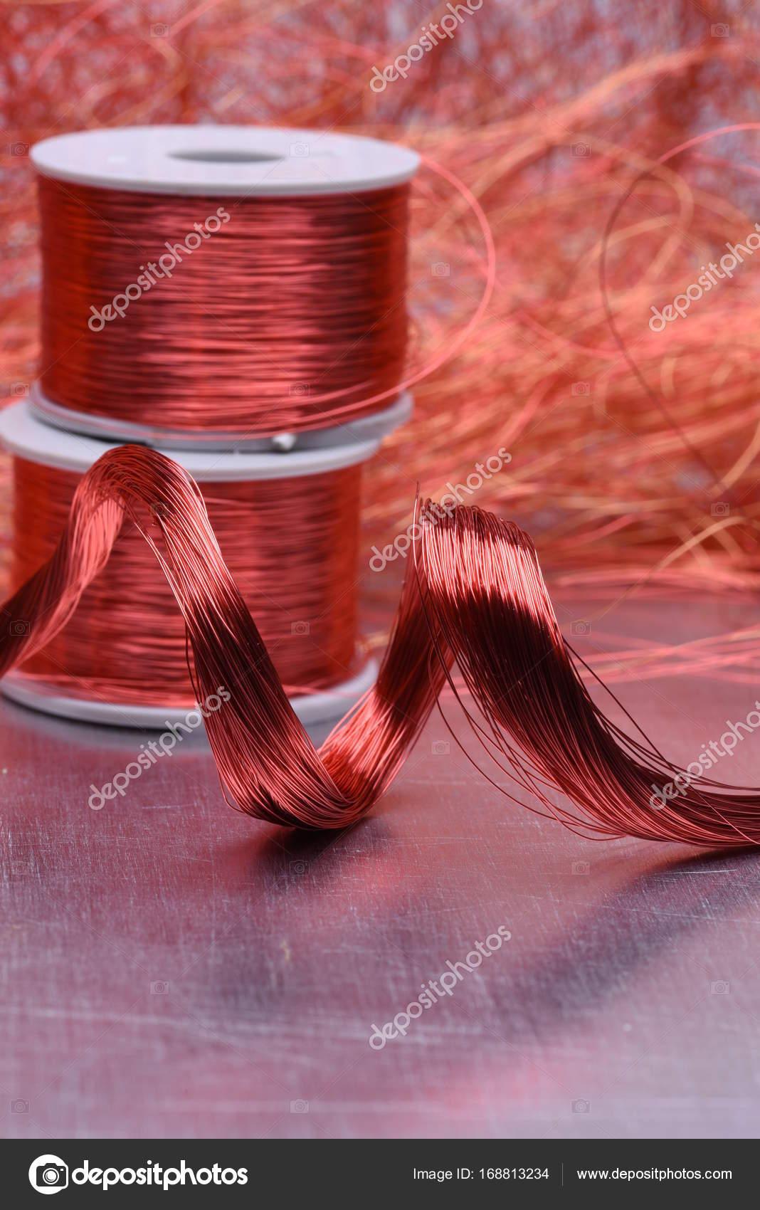 Elektrische Kupferspirale und Draht — Stockfoto © Zetor2010 #168813234
