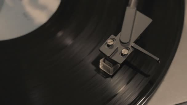 hráč, upuštění jehly stylus na vinylovou desku
