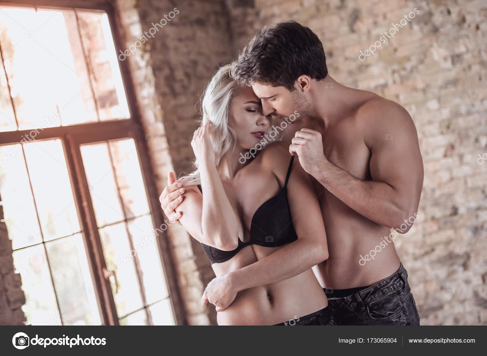 femmes noires ayant des rapports sexuels avec des hommes