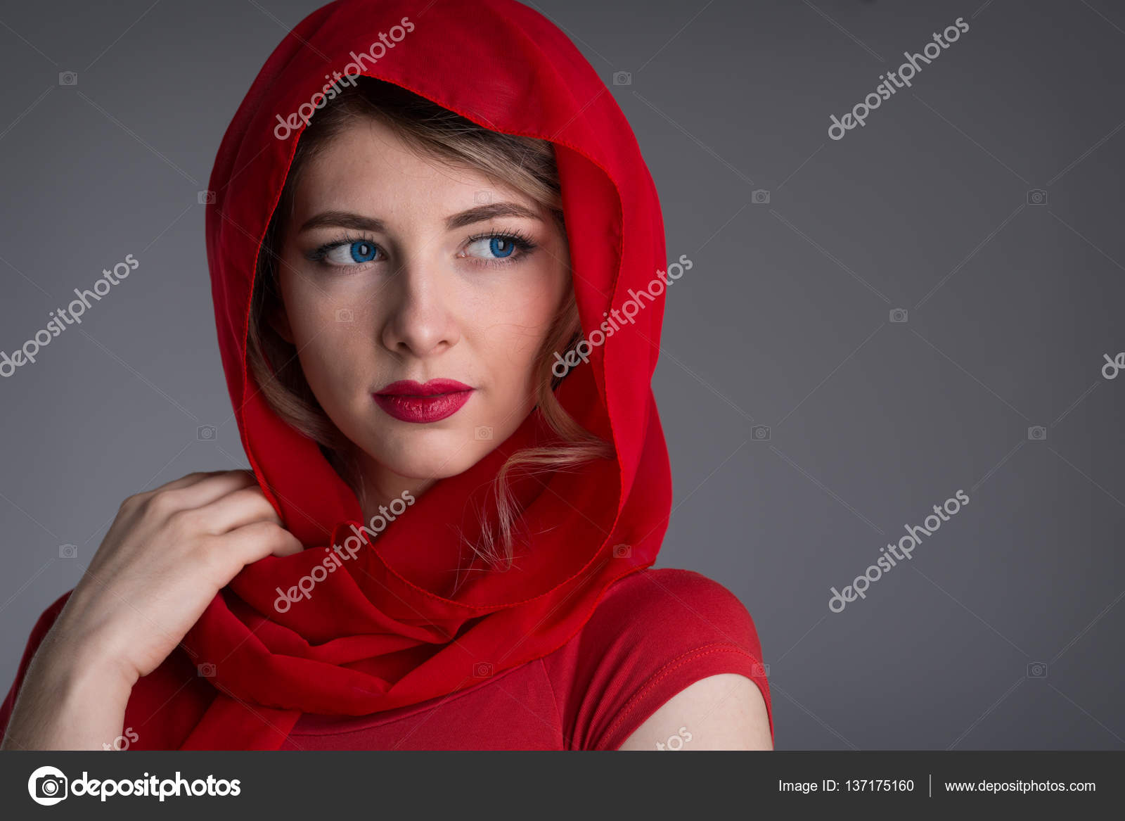 Die Frau mit dem roten Tuch