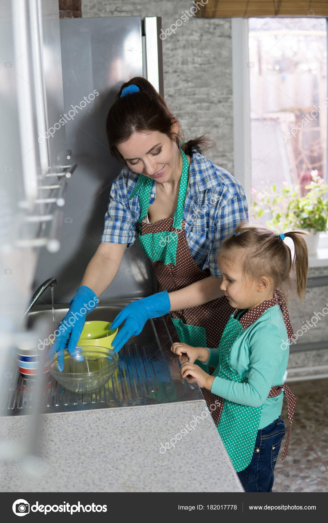 Mom Daughter Washing Dishes Kitchen Woman Girl Doing Household ...