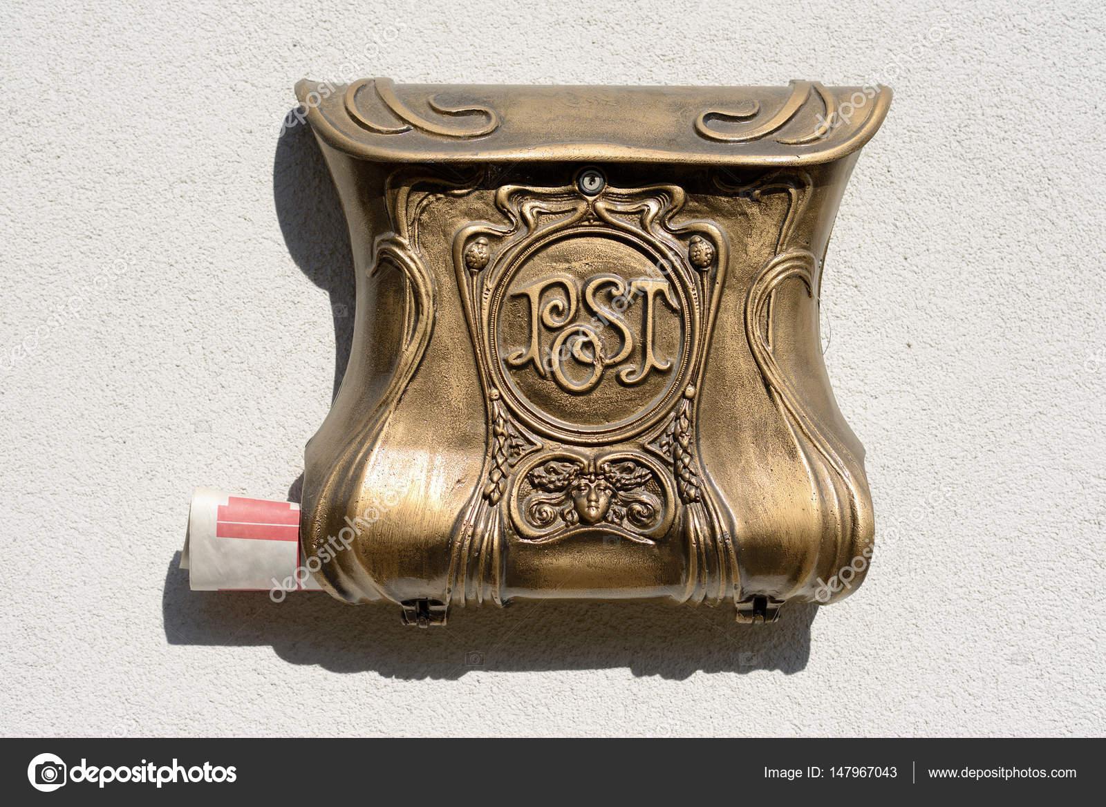 ancienne boîte aux lettres décorative — photographie patakiz