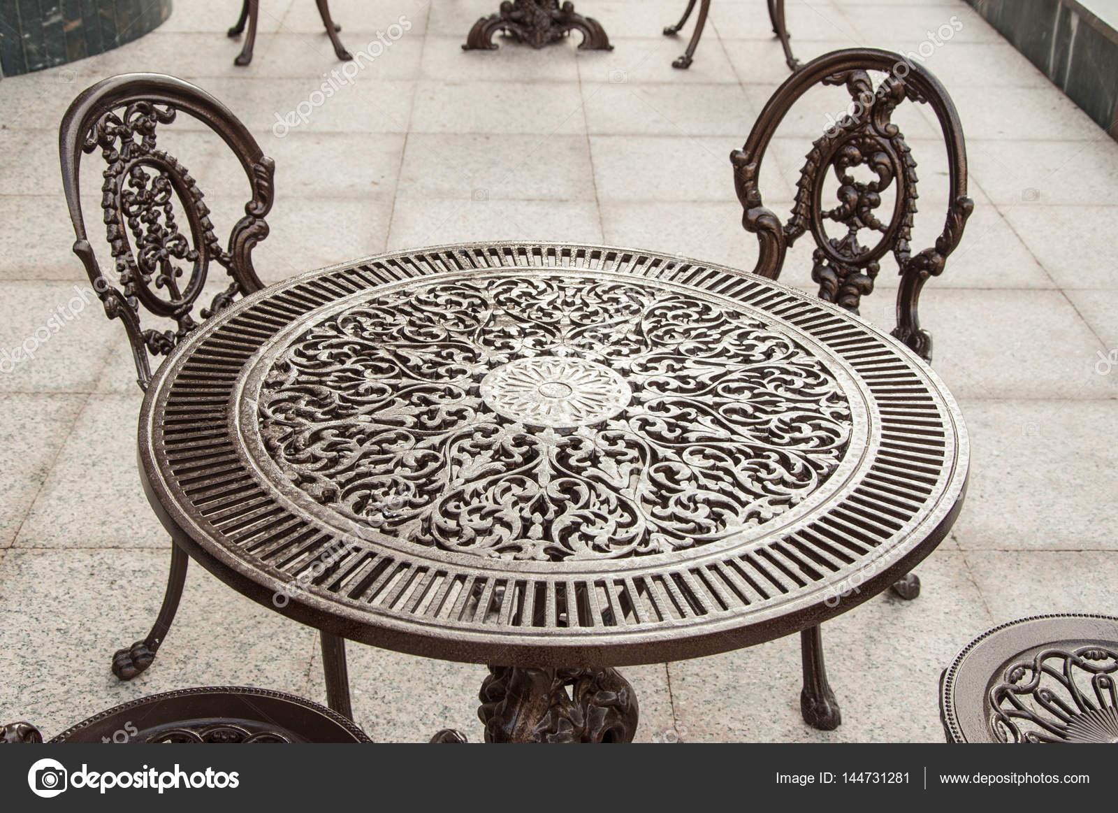 Sedie Da Giardino In Ghisa.Sedie E Tavolo Da Giardino In Ghisa Foto Stock C Katkov 144731281