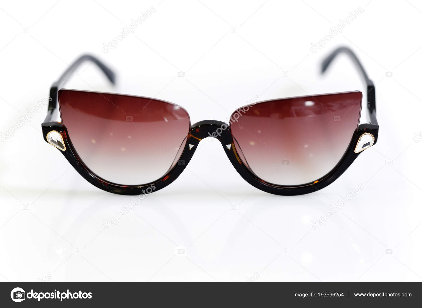 c6647350a Fashionable women's sunglasses on white background — Stock Photo ...
