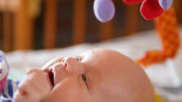 Dulce Juguete Bebé Con Colorido Muchacho Sonrisa Jugando De Más Un v8wm0nON