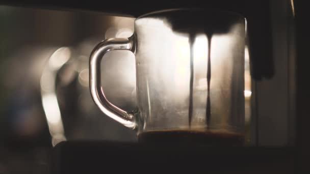 Csésze kávé Kávéautomata. Így a cappuccino üveg átlátszó oldalas kávéscsésze. 4k