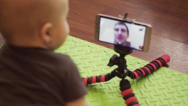 Пасматреть видео крупным планом